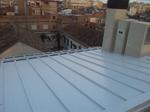 Colocación de placa traslucida de policarbonato en tejado.